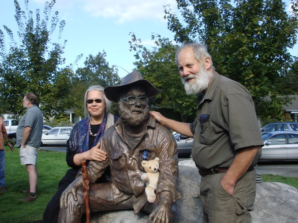Sculptor Sara and foundryman Tom sit with Harvey Manning